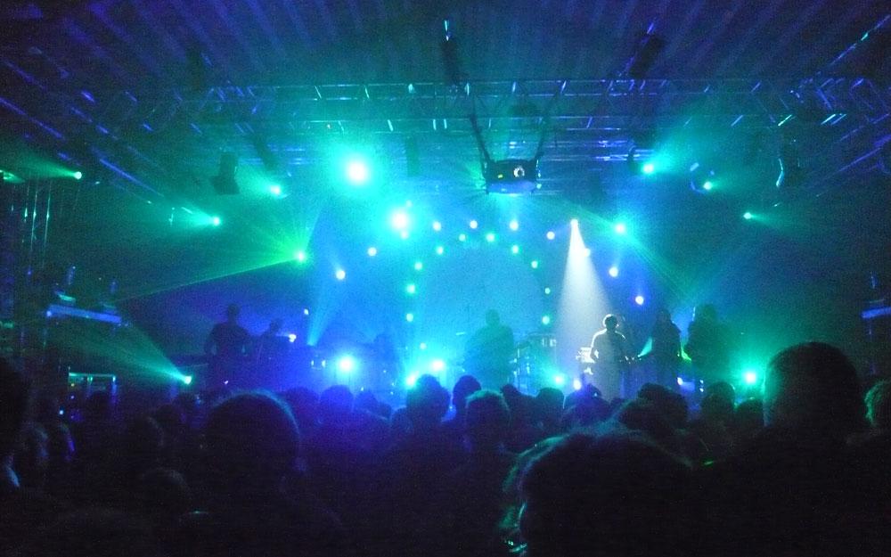 Scenen i blå lyssætning
